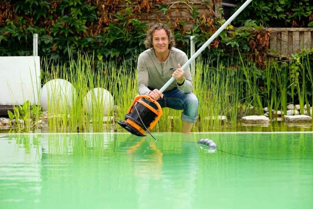 Tosstec Reinigungsroboter für Naturpools und Schwimmteiche