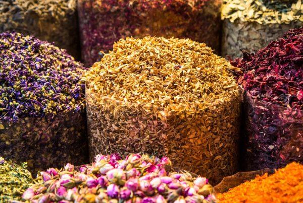Orientalisch duftende Blüten und Gewürze
